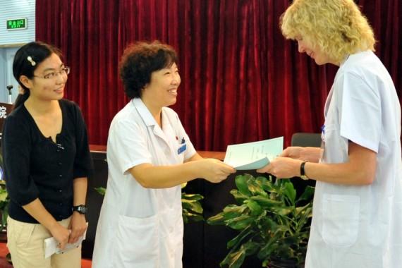 Här får jag mitt diplom i Kina hösten 2013.
