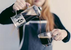 Visar att för mycket kaffe kan bidra till muskelspänning.
